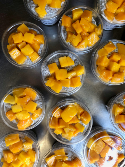 Vanilla chia pudding with mango